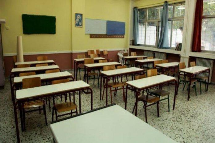 Greece shuts down schools amid rising COVID-19 cases